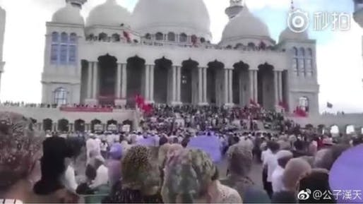 Chinese authorities had ordered the new Weizhou Grand Mosque be demolished by Friday. Protests are ongoing. Image: Weibo.