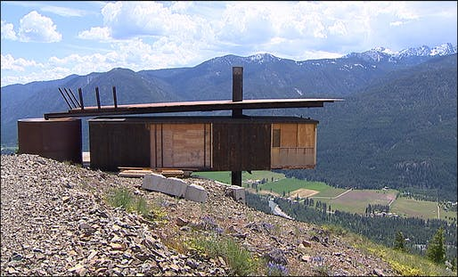 The hut (Mazama, WA). Image via komonews.com.