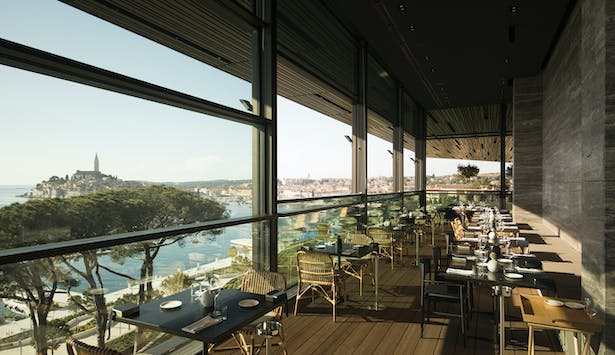 A bar with a terrace and an a la carte restaurant with the view of the city