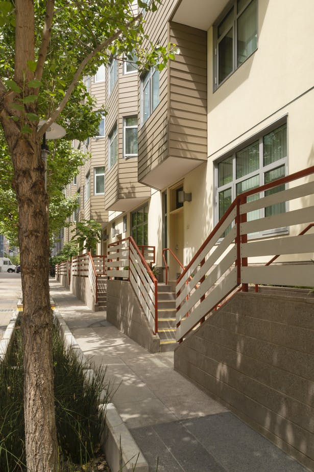 Townhouse units have individual entries on a pedestrian alley traversing the site.Photo © Michael O'Callahan