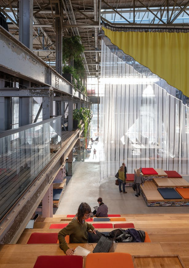 The textile walls designed by Inside Outside, inspired by Tilburg as a textile city, create intimate spaces in this large hall.