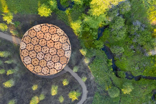 Architect Francis Kéré has completed a piney pavilion at the Tippet Rise Art Center in Montana. Image courtesy of Iwan Baan, Tippet Rise Art Center.