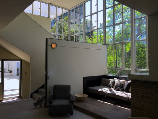 Interior view of Richard Neutra's Lovell Health House. Photo: Wikimedia Commons user Codera23.