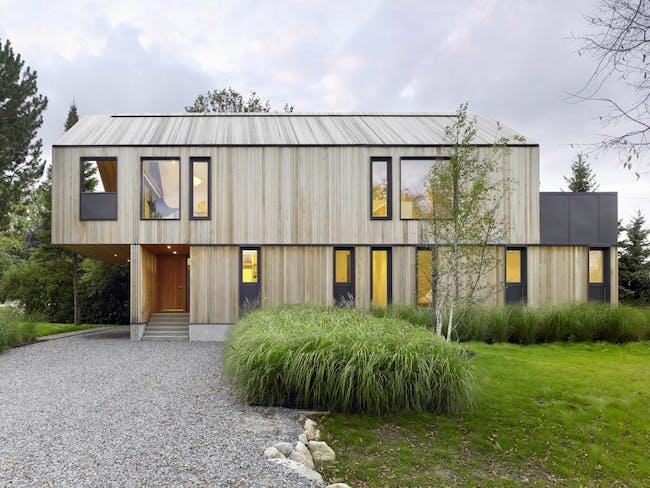 Maison Glissade in Collingwood, Canada by AKB-Atelier Kastelic Buffey