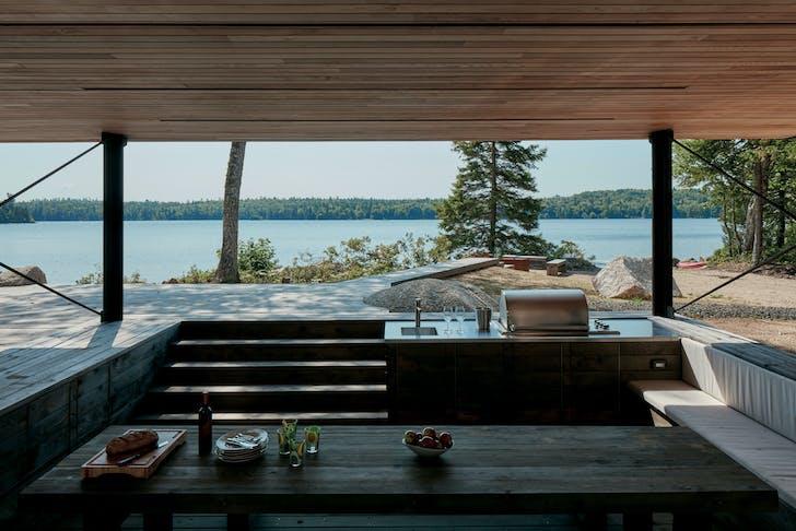 Mirror Point Cottage, Annapolis Royal, Nova Scotia, 2013-2015 / Photograph: James Brittain