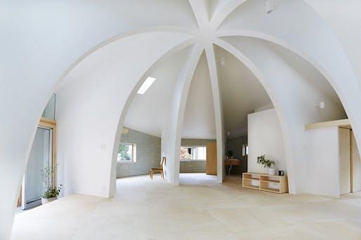 Family home by Hiroyuki Shinozaki & Associates. Image © Fumihiko Ikemoto