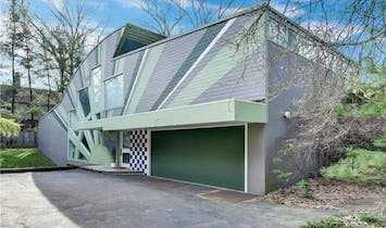 Preservation groups urge to save Venturi, Rauch, and Scott Brown-designed postmodern Abrams House from demolition