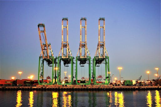 Shipping cranes, Port of Los Angeles. Photo: Joey Zanotti/Flickr.