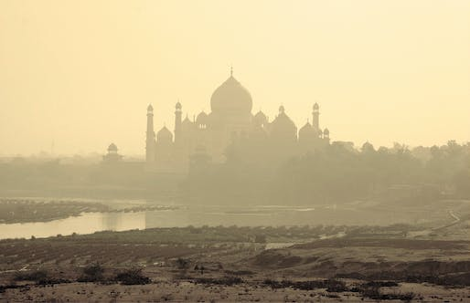 "The Taj Mahal and the polluted river Yamuna on a smoggy morning. Photo: lapidim/<a href=""https://www.flickr.com/photos/lapidim/62868454/"">Flickr</a>"
