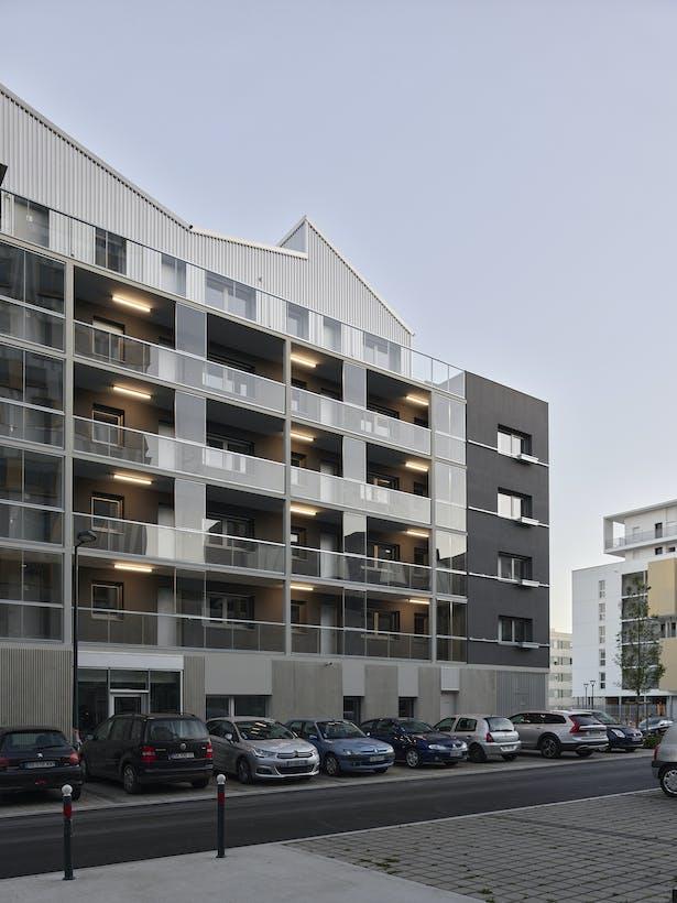 north facade with outdoor access / photo : S. Chalmeau