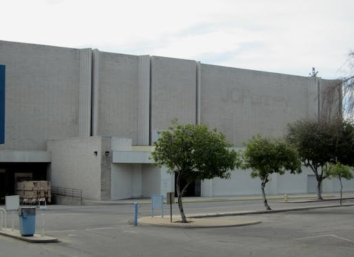 "View of an abandoned mall in San Bernardino, California. Image courtesy of <a href=""https://www.flickr.com/photos/donbrr/6548069859/  ""> Photo courtesy of Flickr user Don Barrett.</a>"