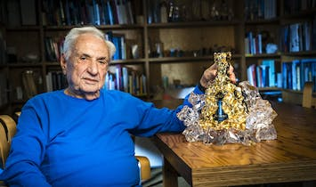 """Frank Gehry designs """"masterpiece decanter"""" for Hennessy X.O. 150th Anniversary"""
