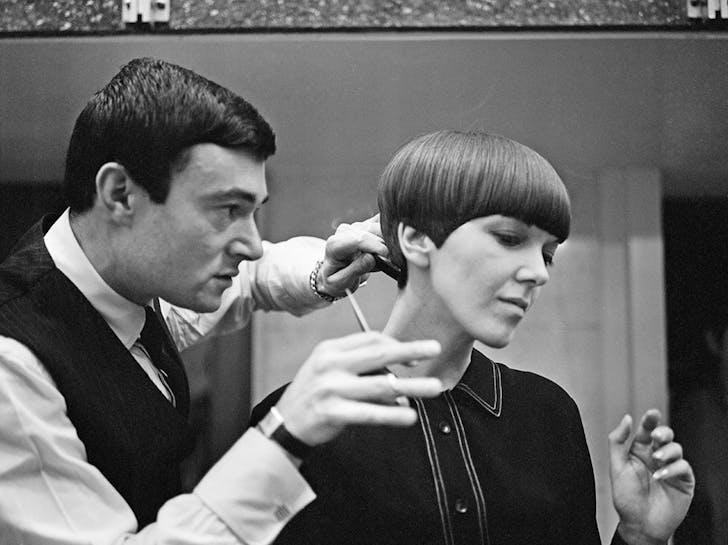 Vidal Sassoon cutting Mary Quant's hair