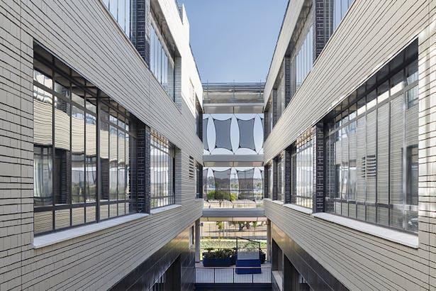 Internal Courtyard. (C) Victor Sajara