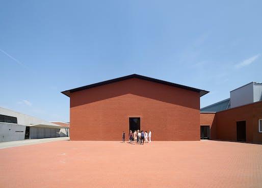 Exterior view Schaudepot, designed by the architects Herzog & de Meuron, photo © Vitra Design Museum, Julien Lanoo