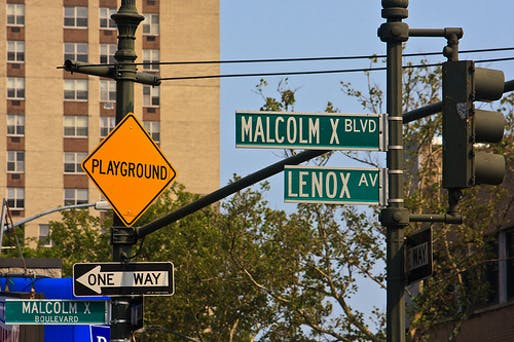 Malcolm X Boulevard street sign in Harlem. Photo: Salvaeditor/Wikimedia Commons.