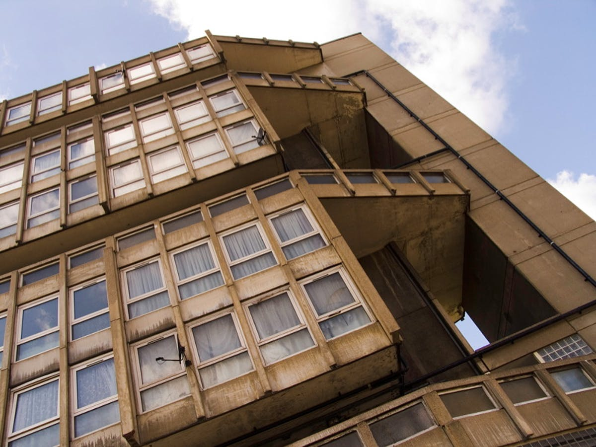 Robin Hood Gardens residents dare Lord Rogers to spend a night in ...
