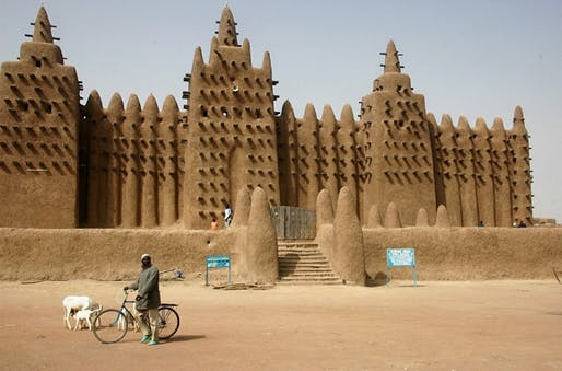 Traditional mud structures of priceless cultural value in the ancient city of Timbuktu have come under attack—or have been entirely destroyed—in recent years by jihadists in Mali. (Image via protectingheritage.com)
