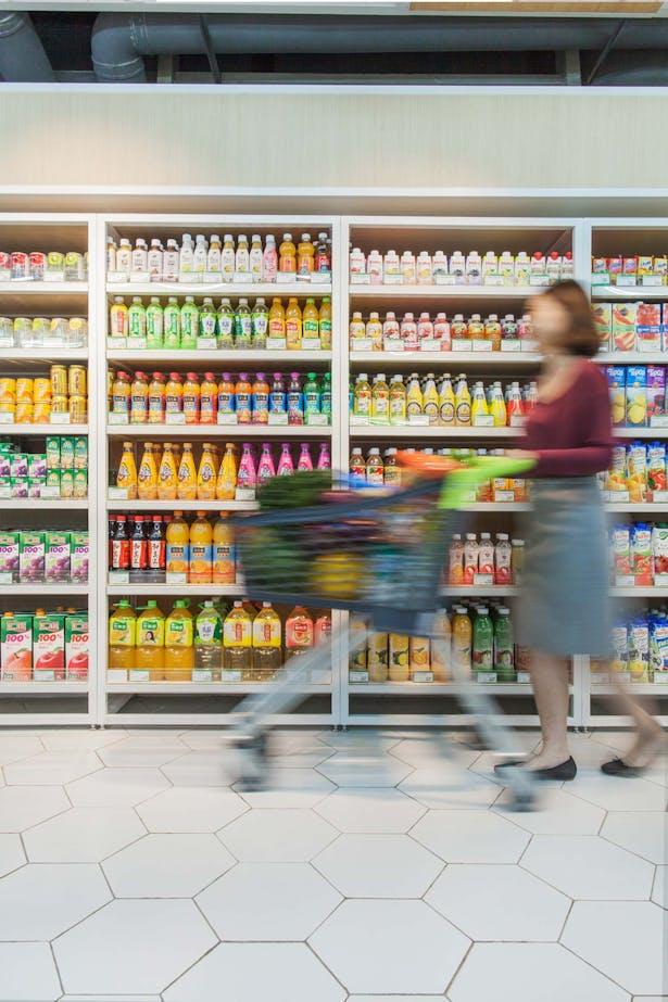 LATITUDE-market-15-juice-area