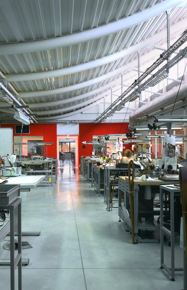 JFS_Jean Francois SCHMIT architectes_maroquinerie Iseroise_interior atelier 2