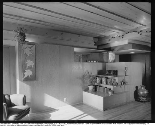 Interior. Photo © J. Paul Getty Trust. Julius Shulman Photography Archive, Research Library at the Getty Research Institute (2004.R.10).