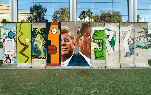 10 original segments of the Berlin Wall can be visited in Los Angeles outside of 5900 Wilshire Blvd. (Photo: Wende Museum on Flickr)