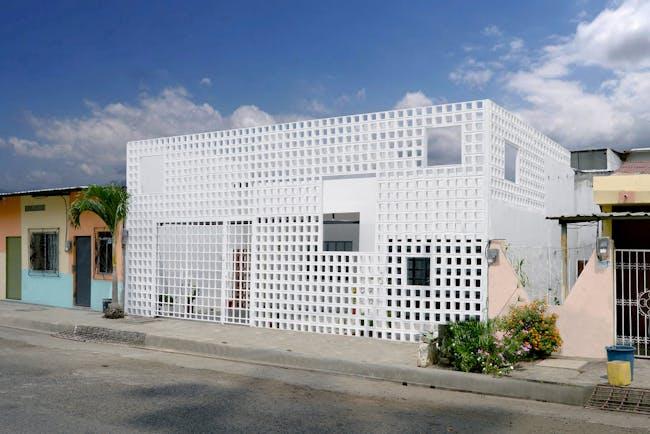 Casa Infinita in Babahoyo, Ecuador by Natura Futura Arquitectura