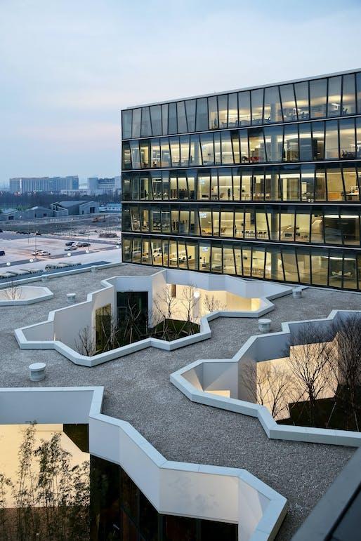 Zhang Ke: Shanghai Novartis Office Building 2016 © ZAO/standardarchitecture