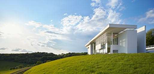 Oxfordshire Residence by Richard Meier & Partners Architects LLP with Berman Guedes Stretton - Oxfordshire, England. Photo: Nick Hufton.