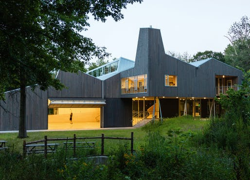 Common Ground High School by Gray Organschi Architecture, Alan Organschi, Elizabeth Gray, Karen Scott, Eero Puurunen. Image: German Design Awards.
