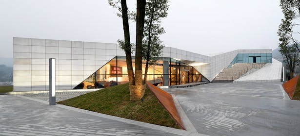 Landscaped Approach to Nanshan Clubhouse