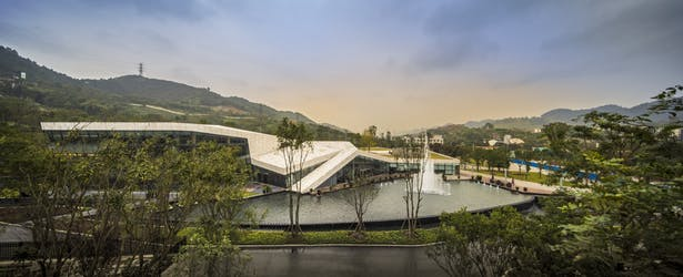 Clubhouse nestled into the Nanshan Landscape