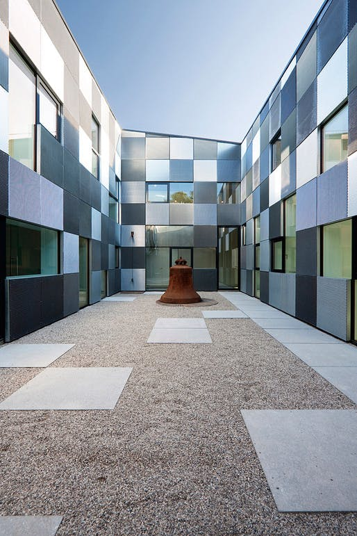 OASIS, Pastoral Care Voestalpine Inner Courtyard with bell (Photo Rupert Asanger)