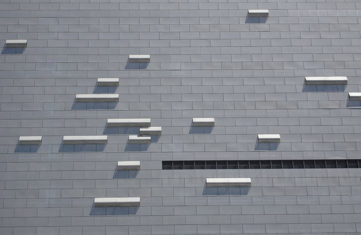 Close-up of the facade of the Caltrans building in downtown Los Angeles. Photo: Omar Bárcena via flickr.com.