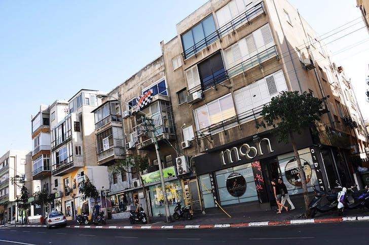 Tel Aviv: copied across the street