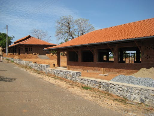 The Yodakandiya Community Complex in Sri Lanka built by Architecture for Humanity. Image via wikimedia.org