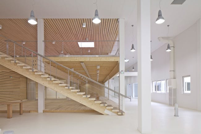 The former laboratory offers ceiling heights unprecedented for call centers. (Photo: Philippe Ruault)