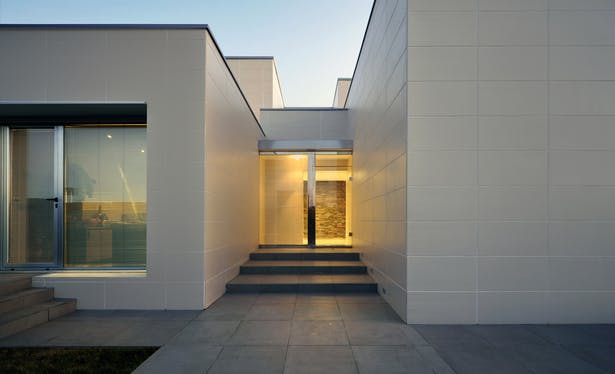 AQSO arquitectos office. Fragmented house. Entrance