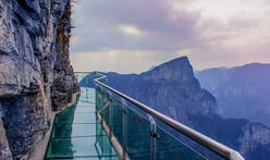 "East Taiheng ""Glasswalk"" terrifies tourists with glass-cracking effect"