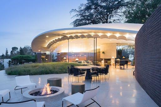Silvertop (Los Angeles, CA) by Bestor Architecture (original design: John Lautner). Photo: Iwan Baan.
