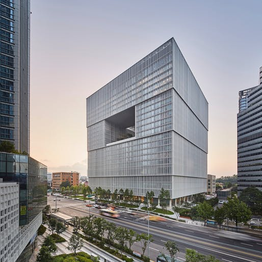 Best Tall Building, 100-199 meters + Interior Space Award: Amorepacific Headquarters, Seoul, South Korea. Architectural Design: David Chipperfield Architects. Architect of Record: HaeAhn. Photo © Namsun Lee.