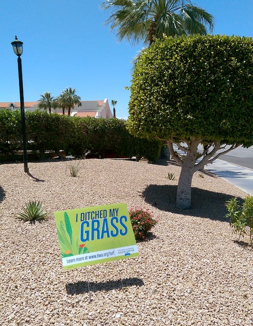'I ditched my grass' sign in Palm Springs, California. (Photo: Alexander Walter)