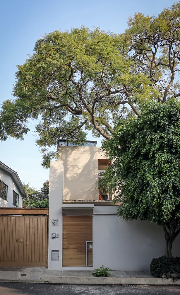 Street Facade / Casa Nirau