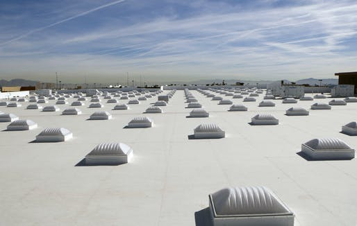 A white roof, or 'cool roof' in Las Vegas. New studies prove that such roofs can drastically reduce temperatures during a heat wave. Credit: Wikipedia.