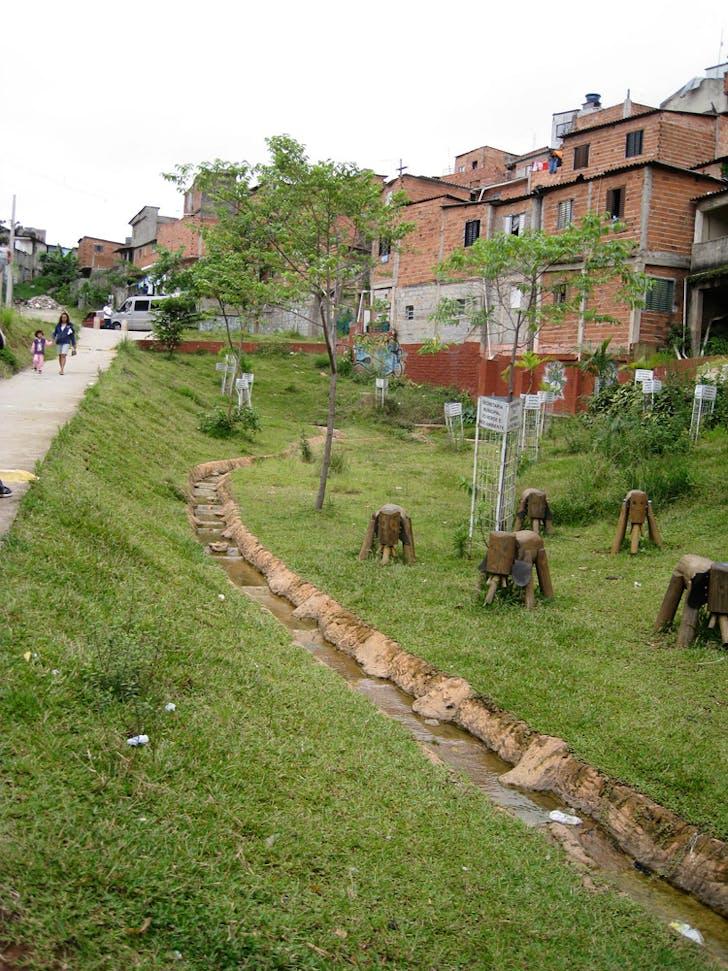 Creek restoration and ecological park Iporanga Favela, adjacent to the Guarapiranga water reservoir, Sao Paulo (Brazil)