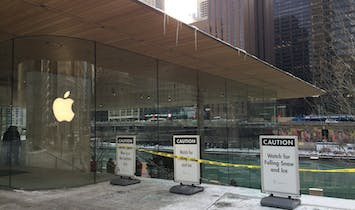 Apple's design flaw in its acclaimed Chicago store creates hazards for shoppers