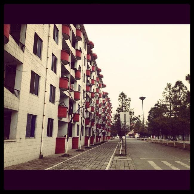 (Office buildings in Nanjiecun via Leedscape Design)
