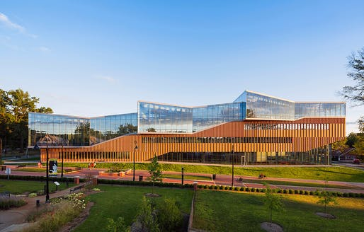 Kent State Center for Architecture and Environmental Design in Kent, Ohio, US by WEISS/MANFREDI Architecture/Landscape/Urbanism. Photo: Albert Večerka/Esto.