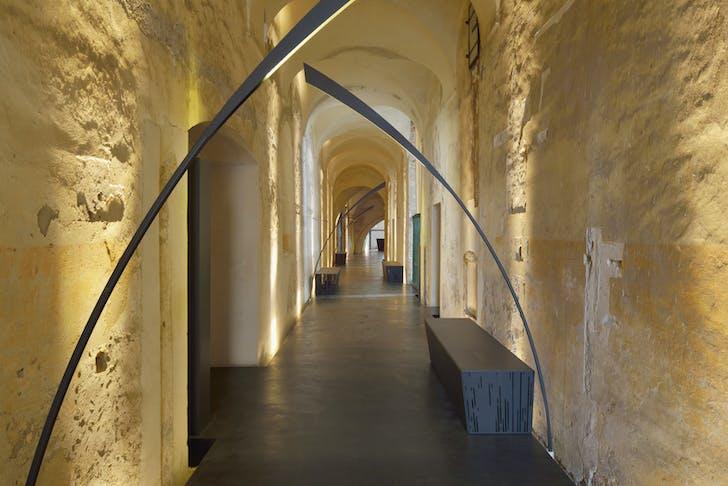 Sideroom hallway. Photo by Miran Kambič