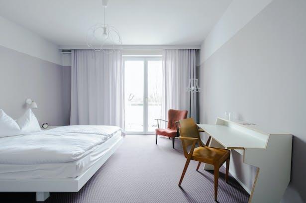 standard room, setting 1